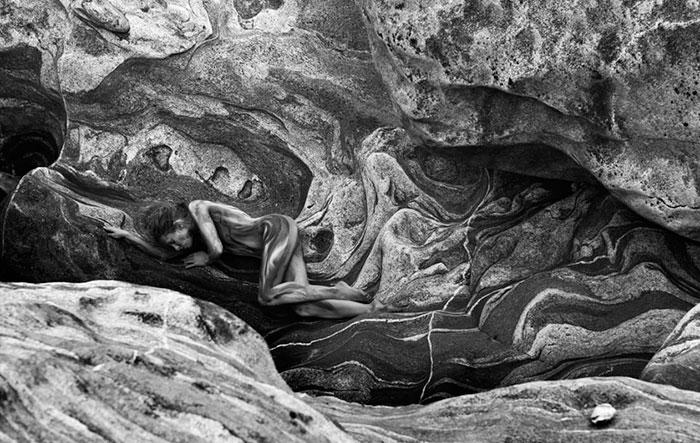 bodypaint-modelli-camuffati-paesaggio-metamorphosis-gene-duesterwald-03