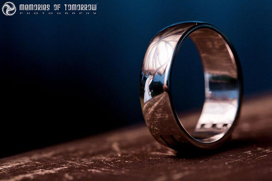 foto-matrimonio-sposi-riflessi-in-anelli-ringscapes-peter-adams-01