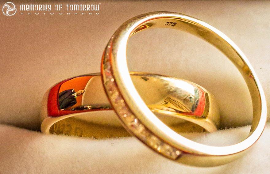 foto-matrimonio-sposi-riflessi-in-anelli-ringscapes-peter-adams-02