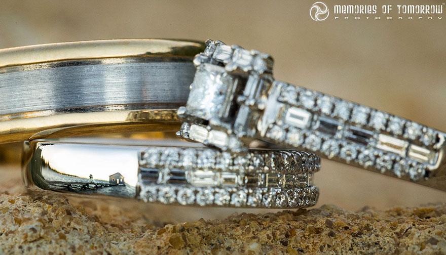 foto-matrimonio-sposi-riflessi-in-anelli-ringscapes-peter-adams-03