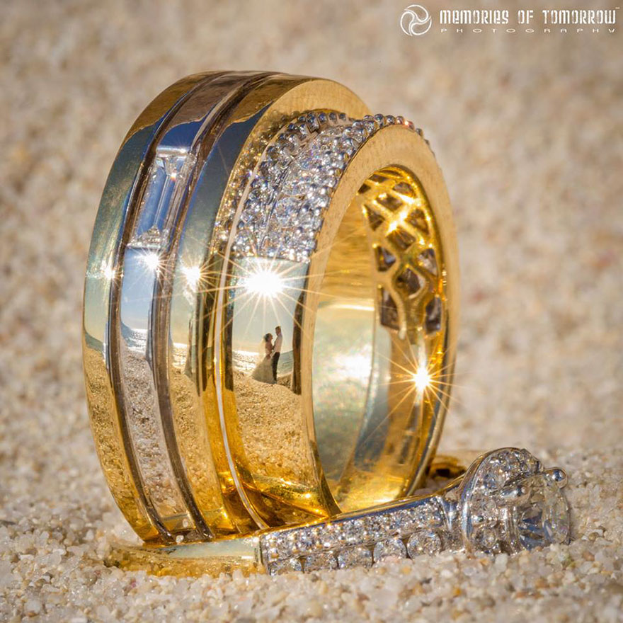 foto-matrimonio-sposi-riflessi-in-anelli-ringscapes-peter-adams-04