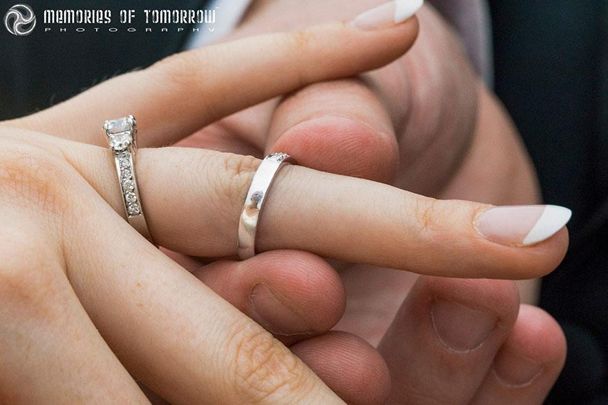 foto-matrimonio-sposi-riflessi-in-anelli-ringscapes-peter-adams-05