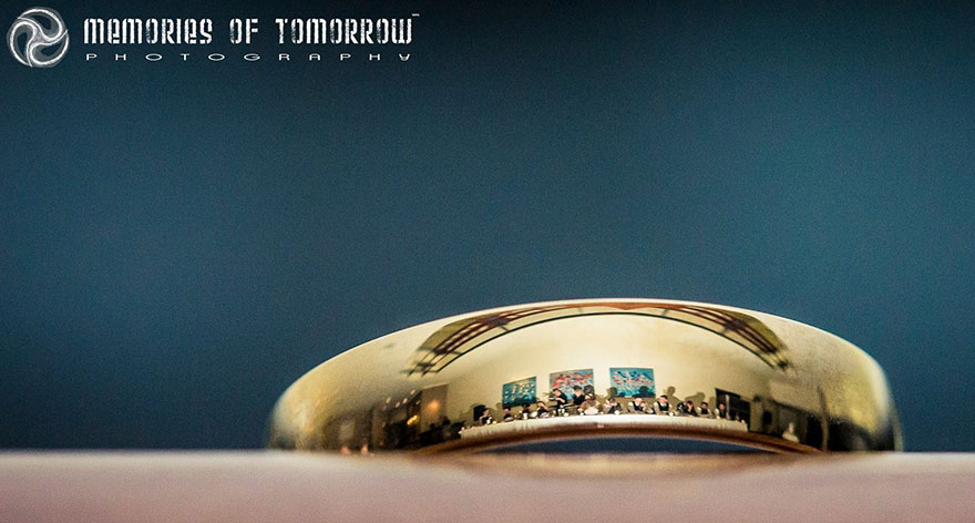 foto-matrimonio-sposi-riflessi-in-anelli-ringscapes-peter-adams-06