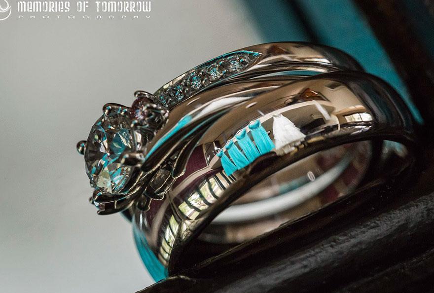 foto-matrimonio-sposi-riflessi-in-anelli-ringscapes-peter-adams-09