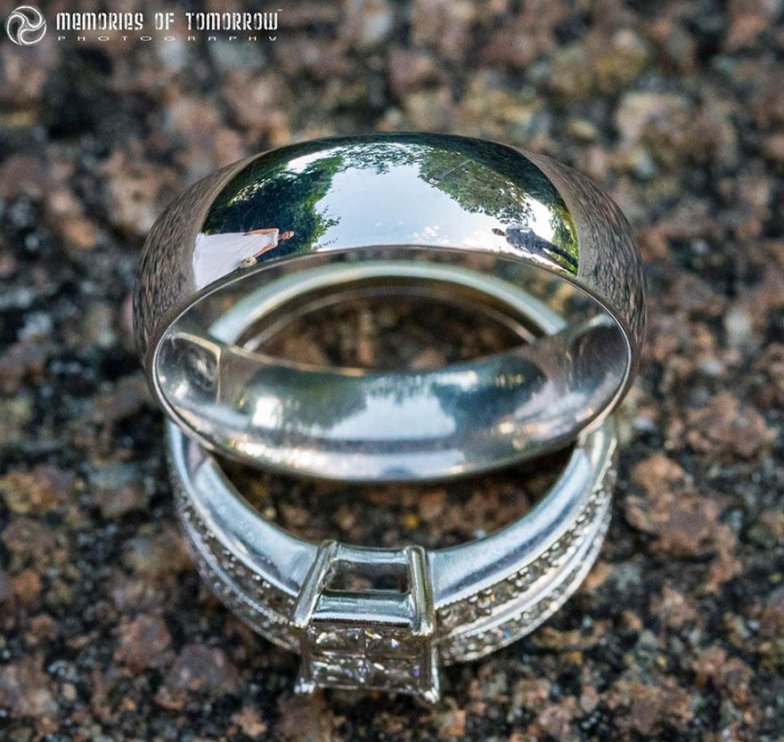 foto-matrimonio-sposi-riflessi-in-anelli-ringscapes-peter-adams-10