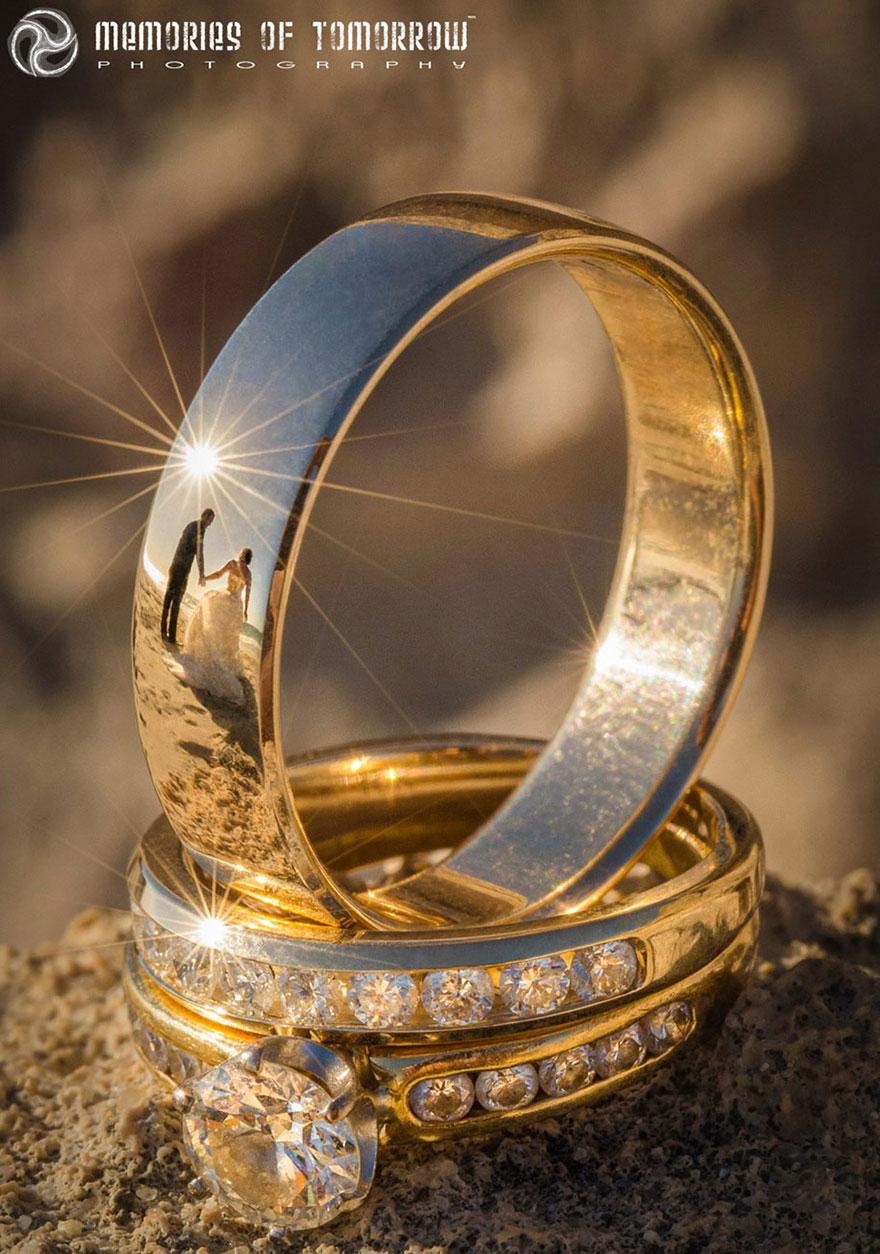 foto-matrimonio-sposi-riflessi-in-anelli-ringscapes-peter-adams-12