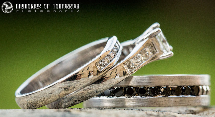 foto-matrimonio-sposi-riflessi-in-anelli-ringscapes-peter-adams-13