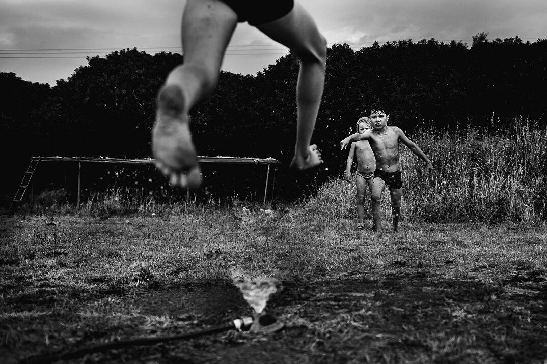 fotografia-bianco-nero-bambini-liberi-senza-elettronica-08