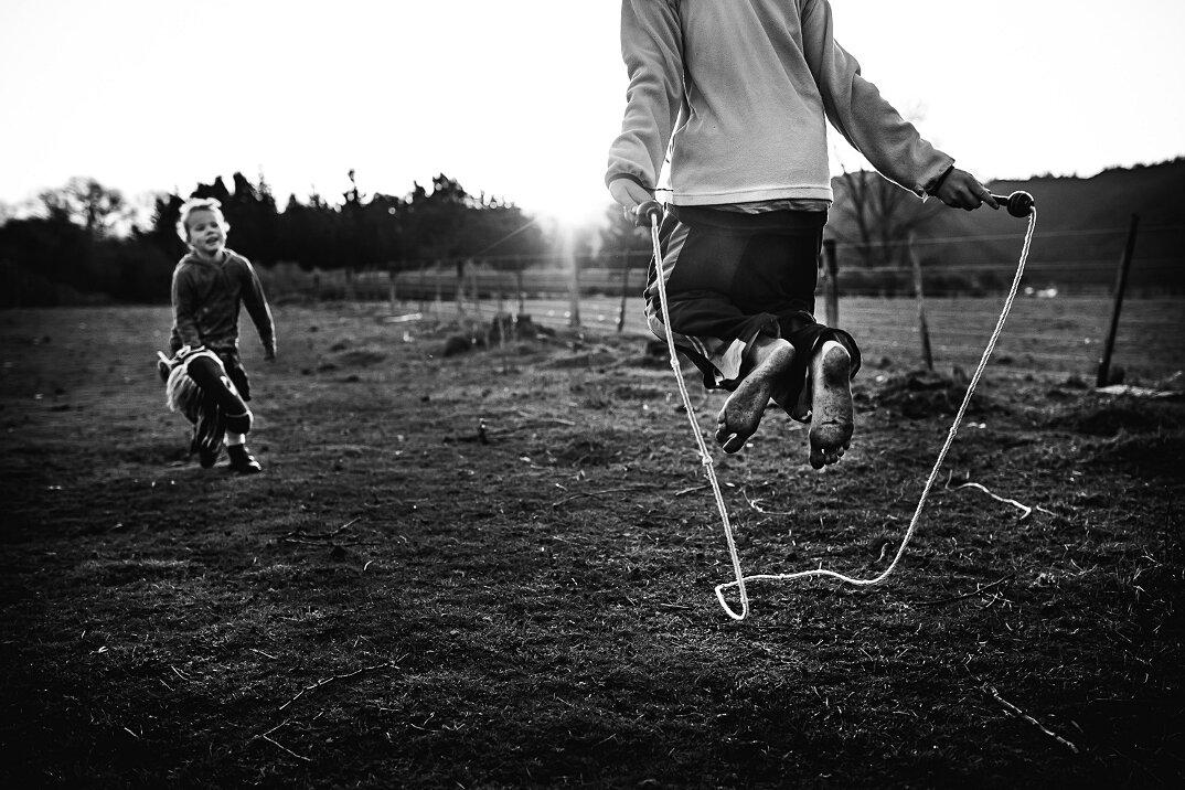 fotografia-bianco-nero-bambini-liberi-senza-elettronica-14