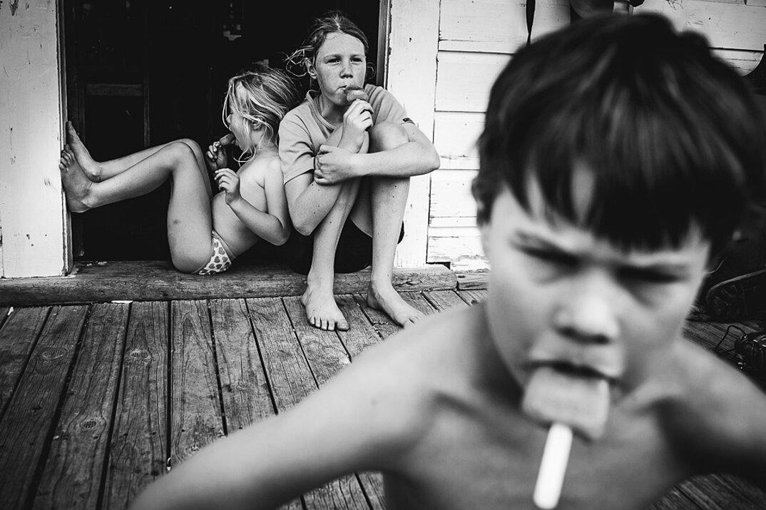 fotografia-bianco-nero-bambini-liberi-senza-elettronica-22