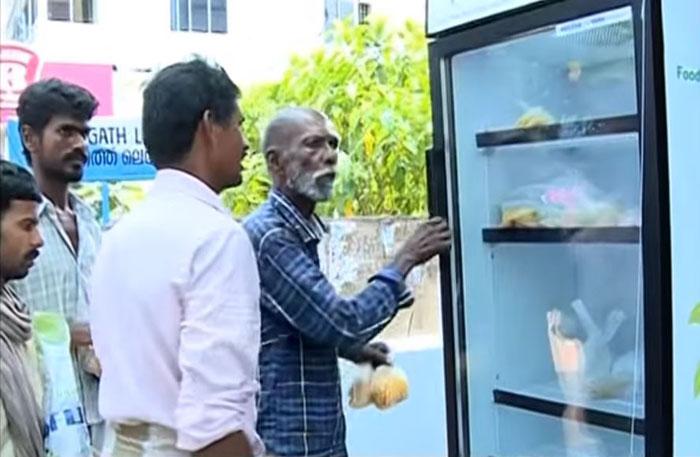 frigorifero-pubblico-senzatetto-strada-india-ristorante-3