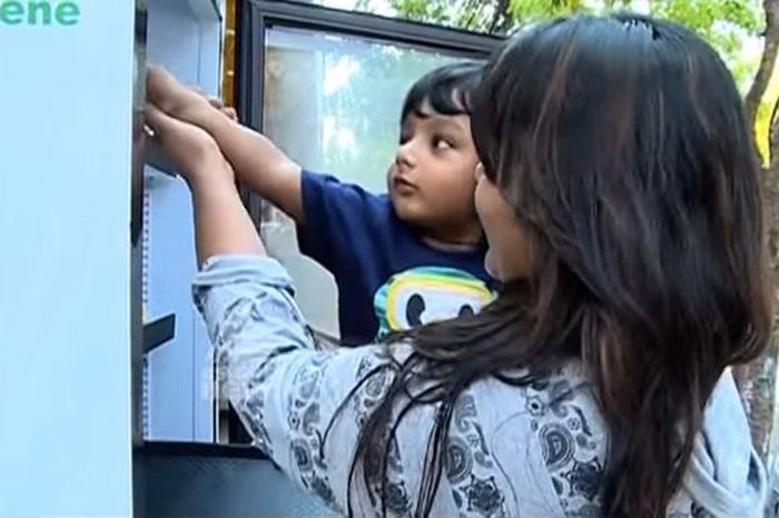 frigorifero-pubblico-senzatetto-strada-india-ristorante-4