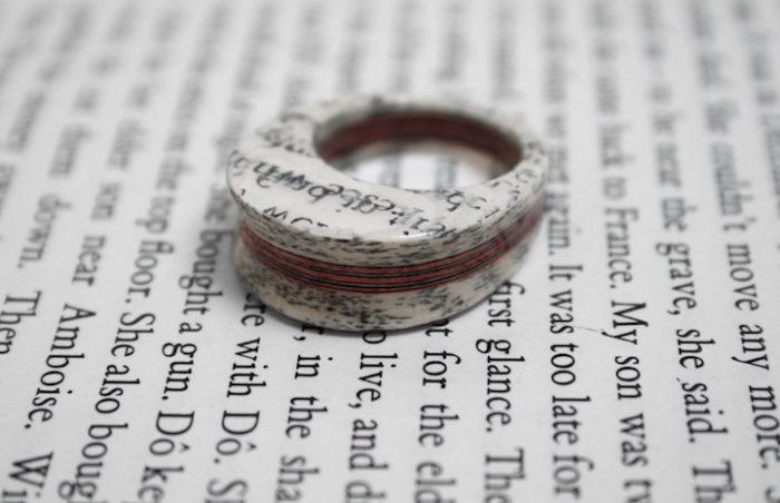 gioielli-fatti-con-libri-riciclati-jeremy-may-02