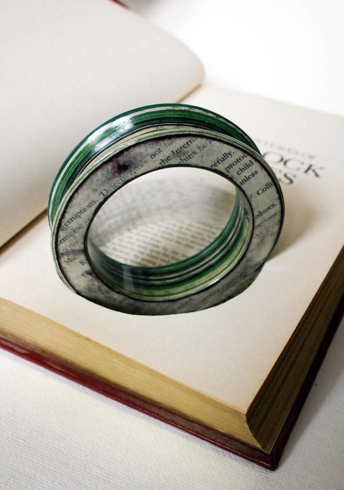 gioielli-fatti-con-libri-riciclati-jeremy-may-05