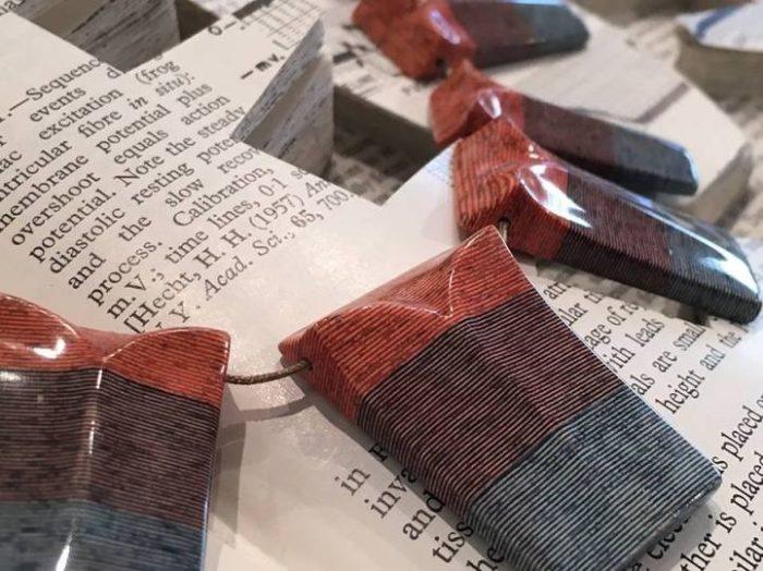 gioielli-fatti-con-libri-riciclati-jeremy-may-06