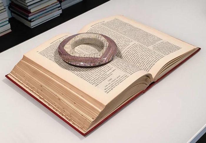 gioielli-fatti-con-libri-riciclati-jeremy-may-13