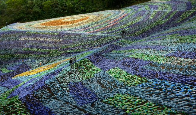 mosaico-gigante-bottiglie-riciclate-quadro-van-gogh-taiwan-wang-cheng-wei-04