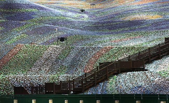 mosaico-gigante-bottiglie-riciclate-quadro-van-gogh-taiwan-wang-cheng-wei-06
