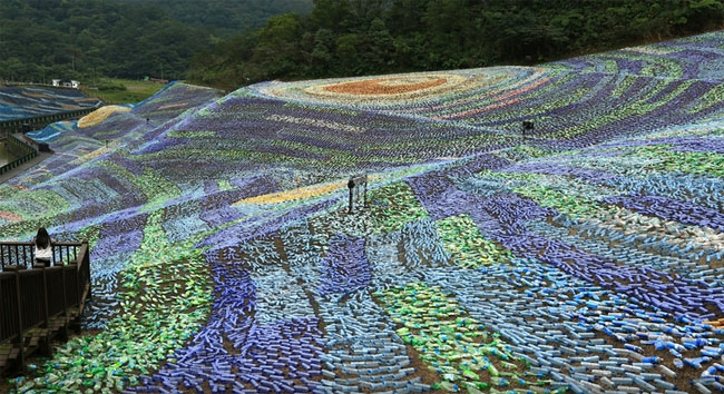 mosaico-gigante-bottiglie-riciclate-quadro-van-gogh-taiwan-wang-cheng-wei-07