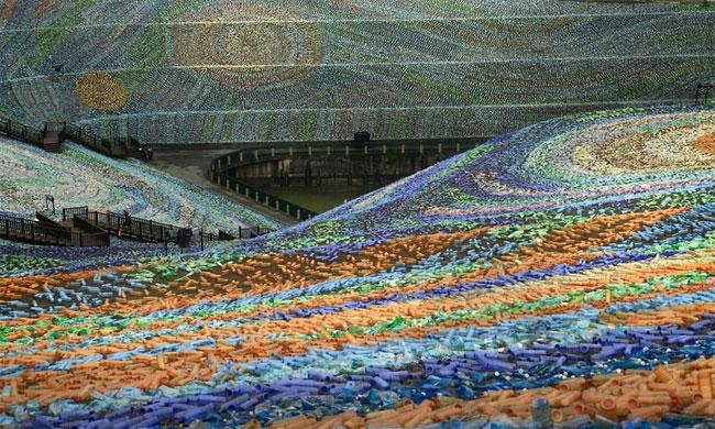 mosaico-gigante-bottiglie-riciclate-quadro-van-gogh-taiwan-wang-cheng-wei-08