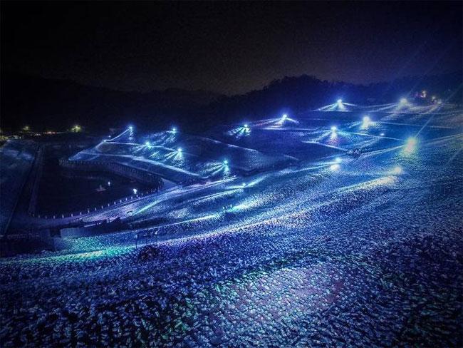mosaico-gigante-bottiglie-riciclate-quadro-van-gogh-taiwan-wang-cheng-wei-12