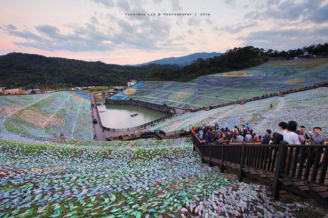 mosaico-gigante-bottiglie-riciclate-quadro-van-gogh-taiwan-wang-cheng-wei-17