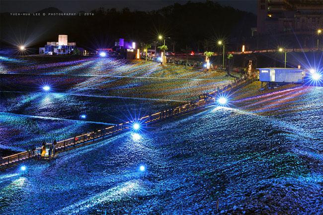 mosaico-gigante-bottiglie-riciclate-quadro-van-gogh-taiwan-wang-cheng-wei-19