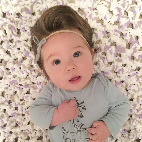 neonati-testa-piena-di-capelli-17