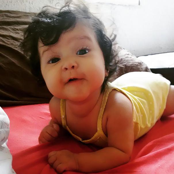 neonati-testa-piena-di-capelli-19