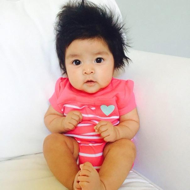 neonati-testa-piena-di-capelli-20