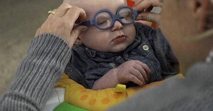 occhiali-neonato-vede-mamma-per-la-prima-volta-sorride-leopold-2