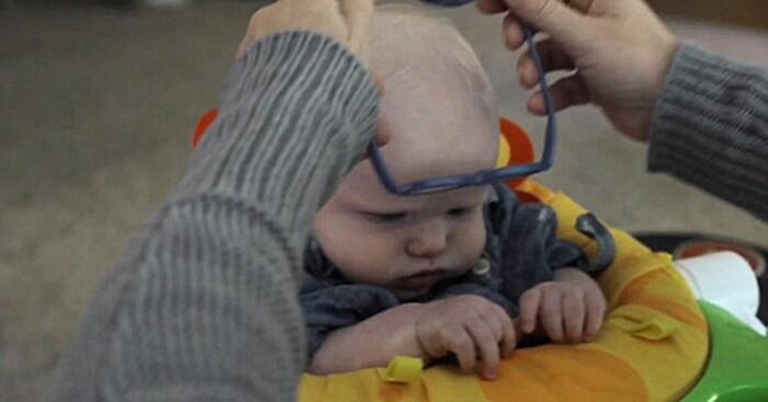 occhiali-neonato-vede-mamma-per-la-prima-volta-sorride-leopold-3