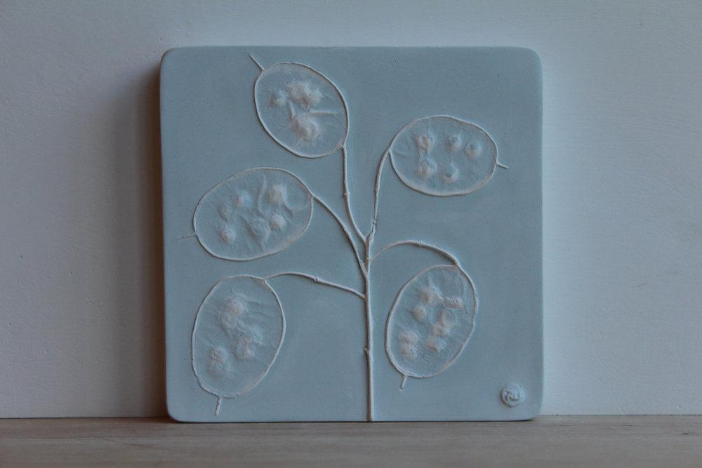 piastrelle-gesso-piante-fiori-rachel-dein-7