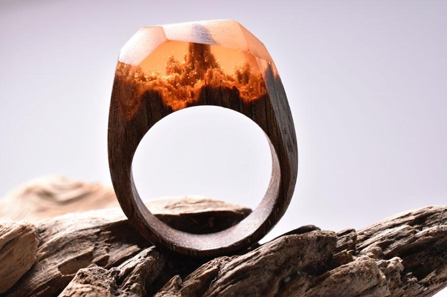 scene-miniatura-dentro-anelli-legno-fatti-mano-secret-wood-01
