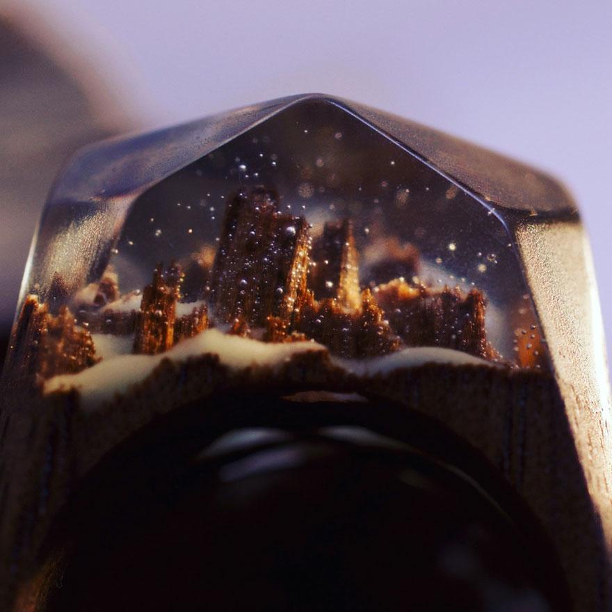 scene-miniatura-dentro-anelli-legno-fatti-mano-secret-wood-02