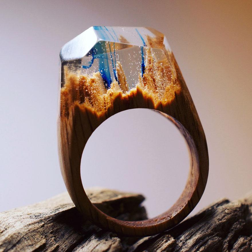 scene-miniatura-dentro-anelli-legno-fatti-mano-secret-wood-03