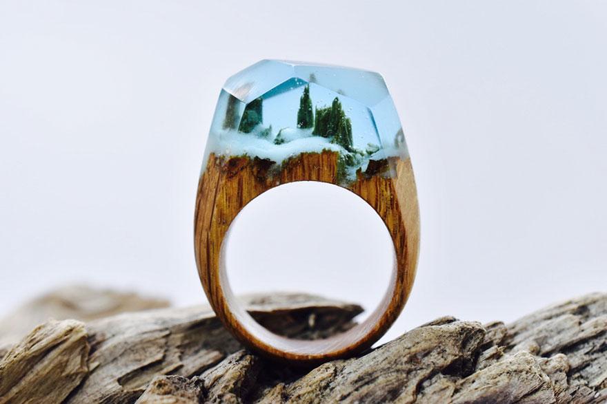 scene-miniatura-dentro-anelli-legno-fatti-mano-secret-wood-04