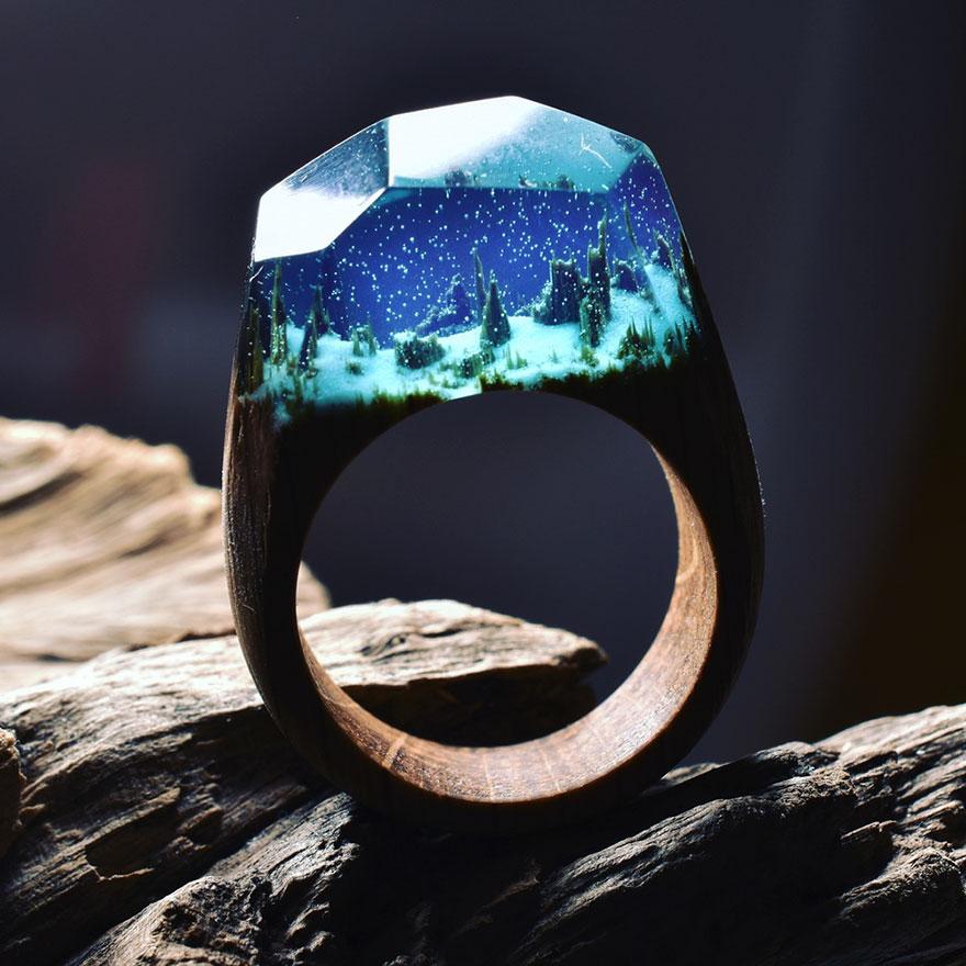scene-miniatura-dentro-anelli-legno-fatti-mano-secret-wood-05
