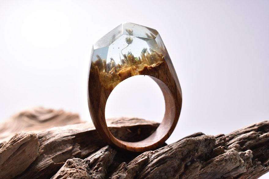 scene-miniatura-dentro-anelli-legno-fatti-mano-secret-wood-07