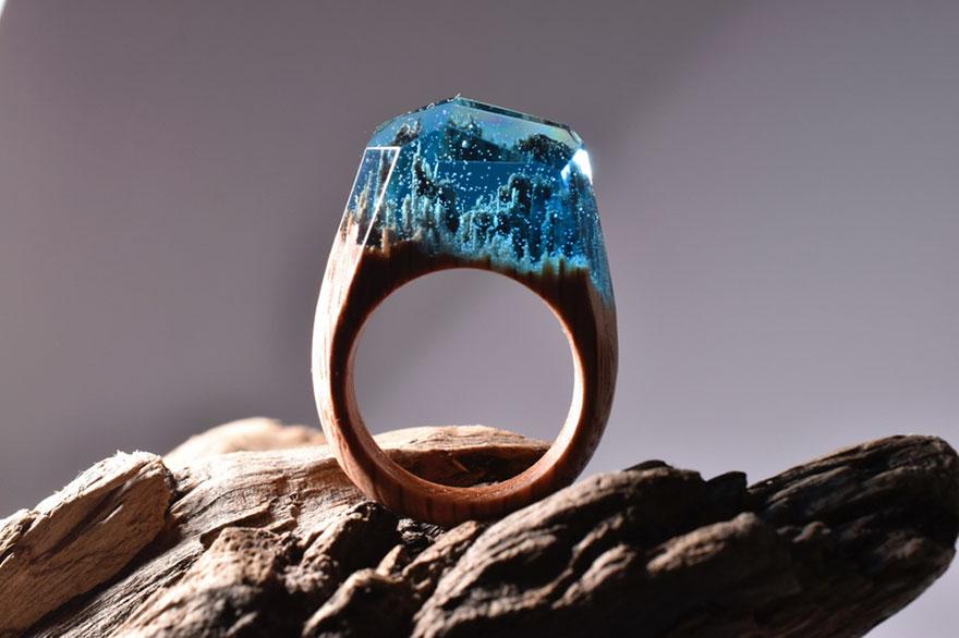 scene-miniatura-dentro-anelli-legno-fatti-mano-secret-wood-08