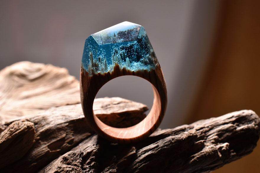 scene-miniatura-dentro-anelli-legno-fatti-mano-secret-wood-09