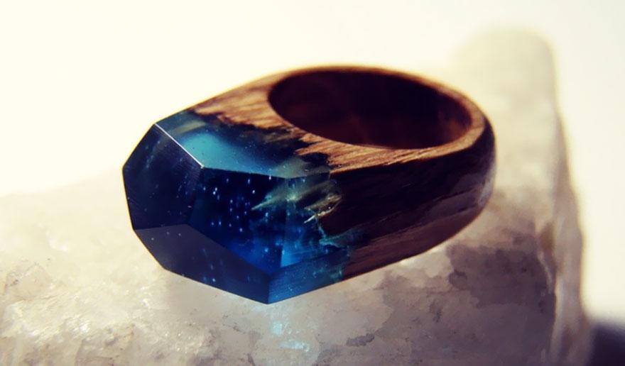 scene-miniatura-dentro-anelli-legno-fatti-mano-secret-wood-10