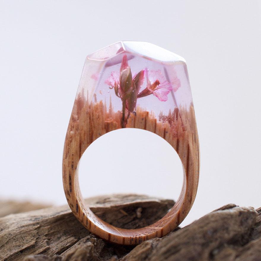 scene-miniatura-dentro-anelli-legno-fatti-mano-secret-wood-13