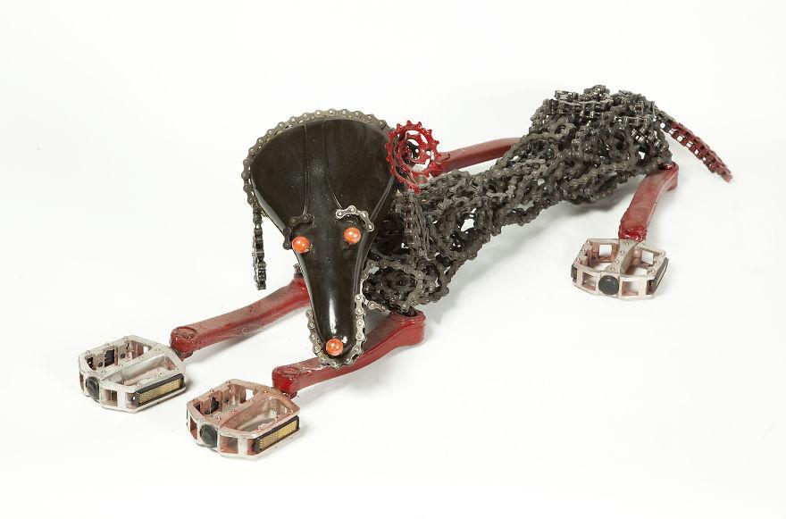 sculture-cani-grandezza-naturale-fatte-pezzi-biciclette-riciclate-unchained-nirit-levav-09