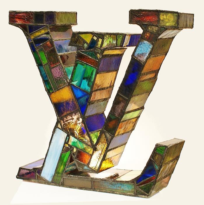 sculture-vetro-colorato-oggetti-comuni-contro-consumismo-laura-keeble-3