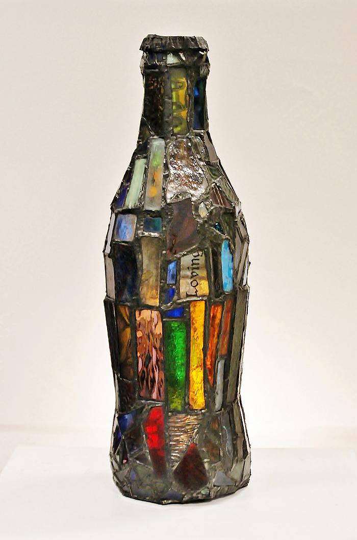 sculture-vetro-colorato-oggetti-comuni-contro-consumismo-laura-keeble-5