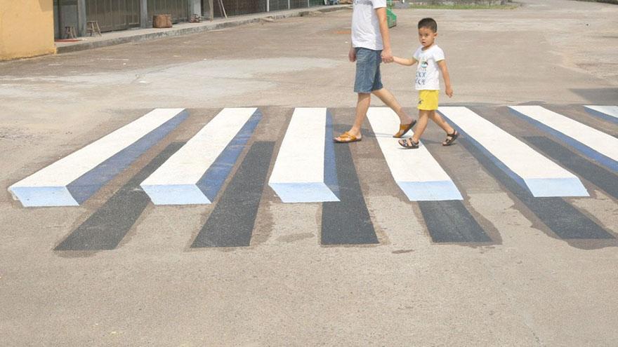 strisce-pedonali-3d-illusione-ottica-india-2