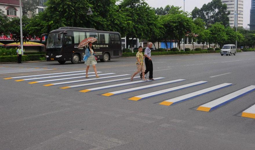 strisce-pedonali-3d-illusione-ottica-india-4