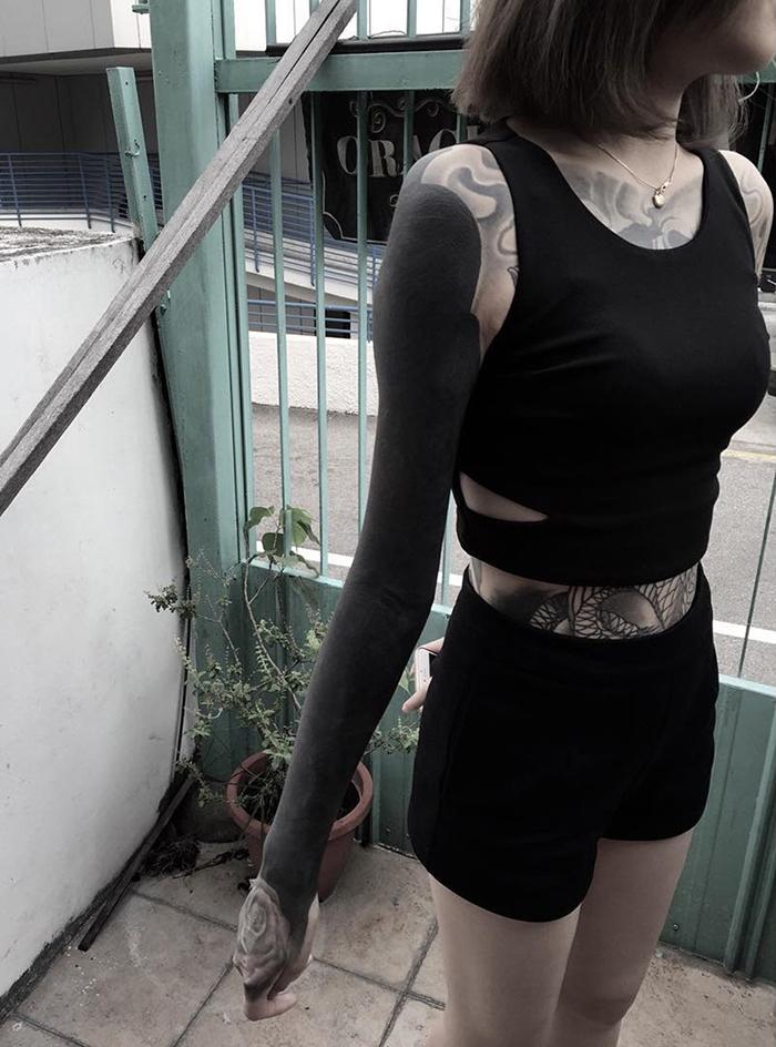 tatuaggi-blackout-coprono-vecchi-tatuaggi-chester-lee-singapore-4