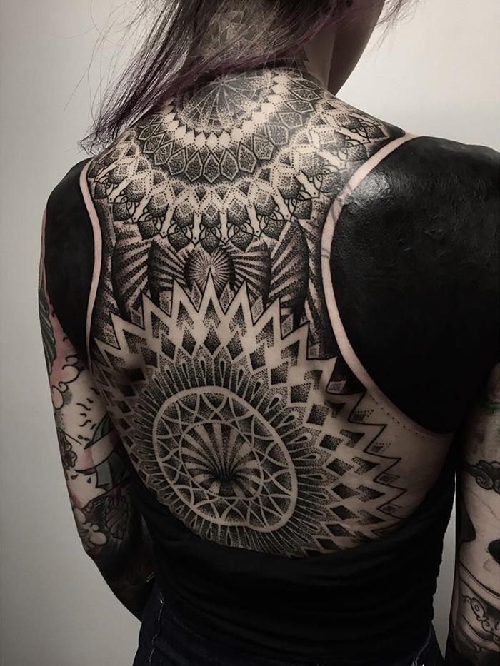 tatuaggi-blackout-coprono-vecchi-tatuaggi-chester-lee-singapore-8
